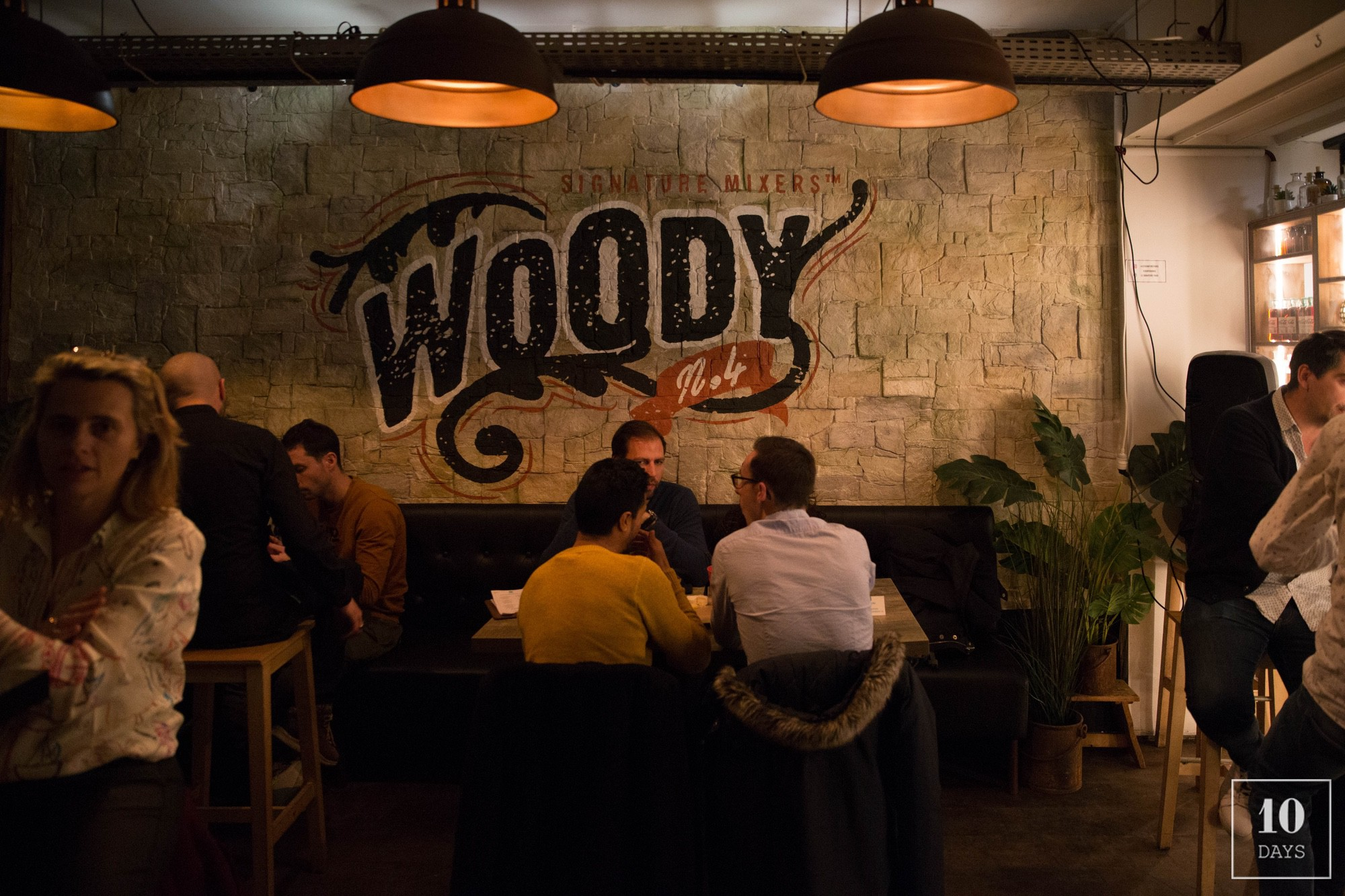 """Coca-Cola's pop up bar """"Le Signature""""  turned Woody"""